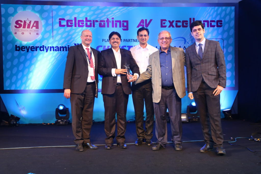 Wolfgang Lukhardt of beyerdynamic (extreme left) presented the award to Bharat Radio Centre for the Government category, with a Premium budget range of ₹ 10 Cr and above